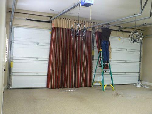 Брезентовые шторы можно сделать самостоятельно. Для этого часто применяют обычный брезент, но если есть возможность, то лучше использовать специально обработанный материал этого класса (рис. 1)