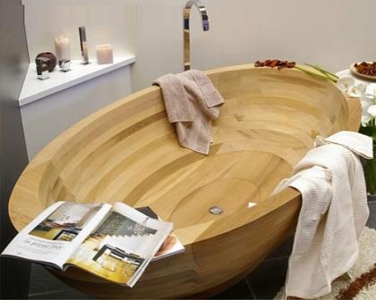 Самый популярный вариант, может быть потому, что ванна напоминает небольшую лодку