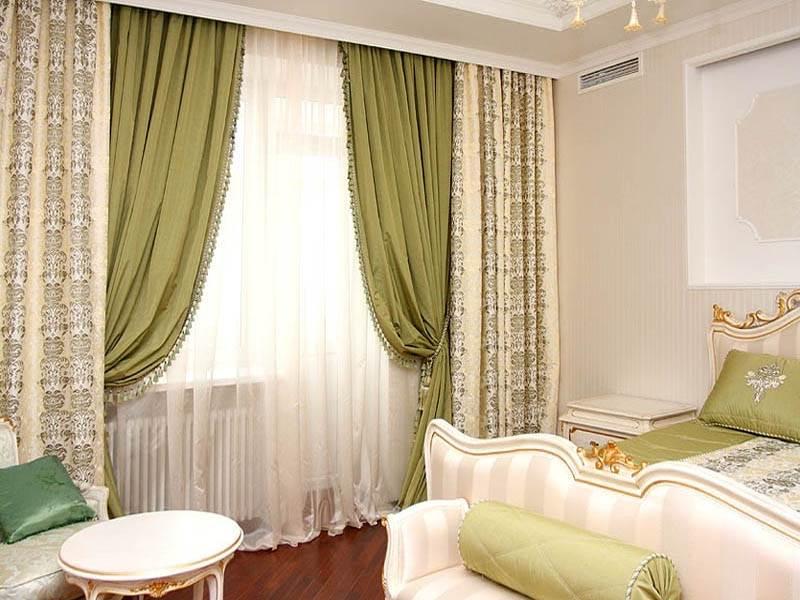 Цветовое объединение всех текстильных аксессуаров, ориентирующееся на контраст занавесок и дополнительных текстильных деталей (фото 2)