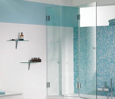 Стеклянные дверцы для ванной прекрасно выглядят и справляются с поставленными задачами