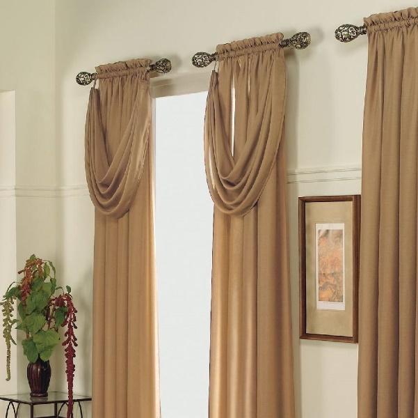 Гардины в интерьере любого помещения играют важную роль, делая акцент на окна
