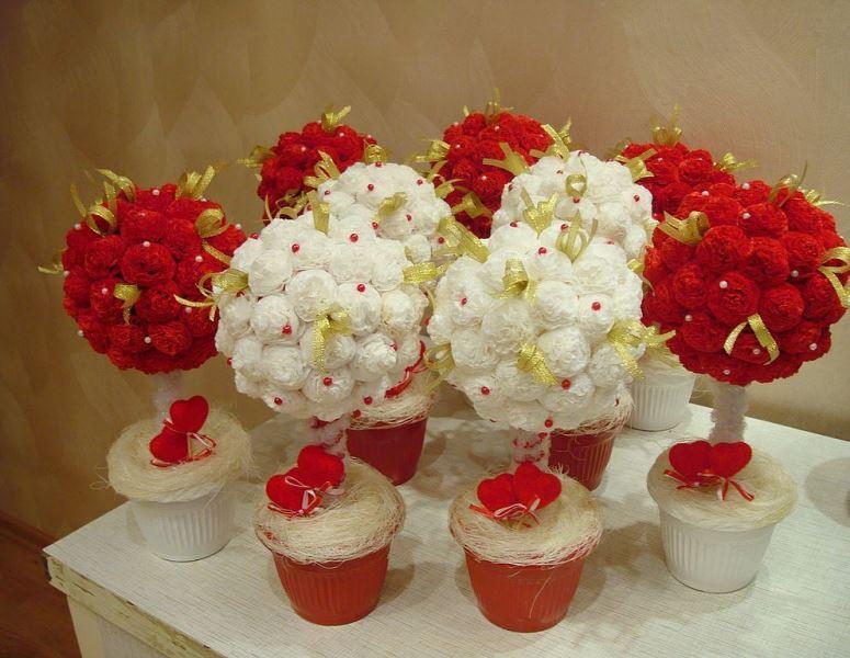 В зависимости от размера салфеток в итоге можно получить разного размера цветы
