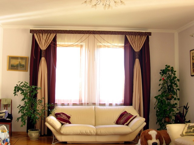 Ошибутся те, кто считает, что выбирать комплект штор и обои на стену одинакового цвета - это скучно