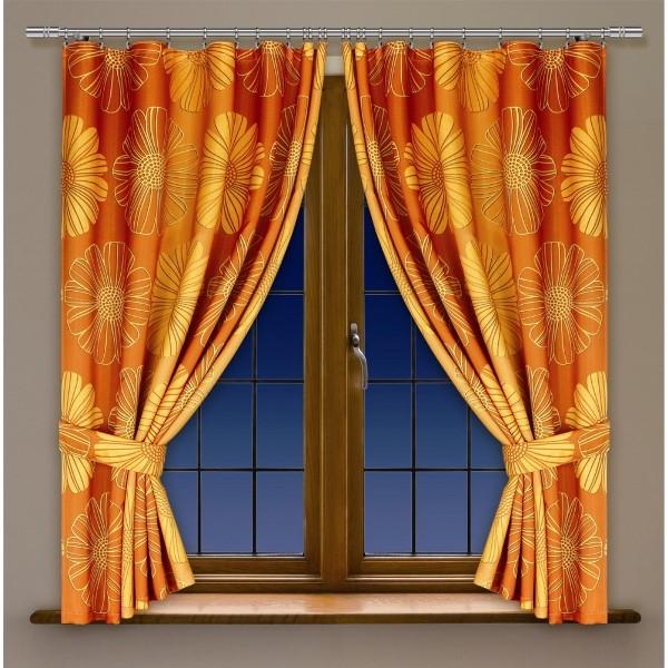 При подборе штор для кухни и других комнат нужно выбрать определенное сочетание цвета и рисунка