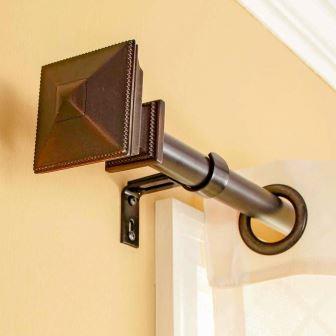 Уже давно в квартирах и домах применяются специальные карнизы для штор настенные