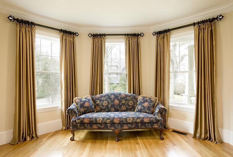 Даже самый оригинальный дизайн комнаты не будет смотреться эффектно и гармонично без красиво оформленного окна