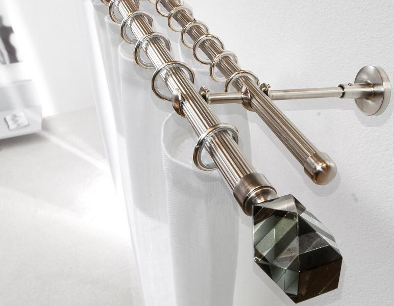 Круглые карнизы - поистине классика, такая модель подойдет под любые портьеры и гармонично впишется в любую комнату