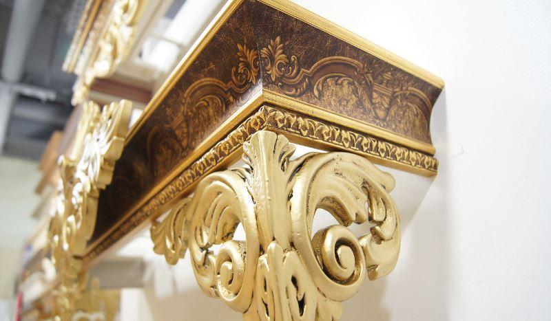 Конфигурация багета позволяет использовать его для любого типа занавесок, да и само по себе изделие нередко выступает декоративным элементом
