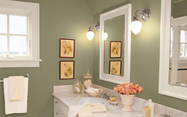 Если вы планируете использовать водоэмульсионную, латексную или акриловую краску для ванной комнаты, в качестве основы следует применять антибактериальную эмульсию на акриловой базе