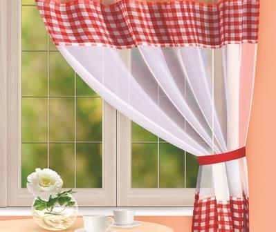 Кухонные занавески - это простой и довольно эффективный способ задекорировать пространство в данной комнате