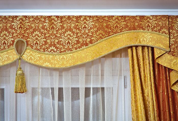 Многообразие тканей позволяет использовать для украшения интерьера различные варианты текстиля