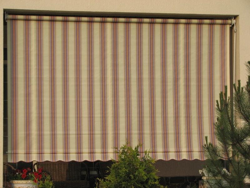 Не слишком удобно использование маркиз в многоэтажных домах, а вот в частных коттеджах и на дачах они просто незаменимы