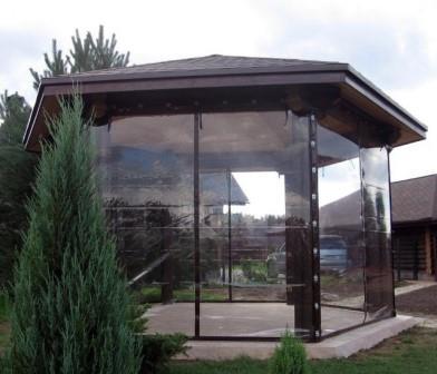 Наилучшим вариантом для защиты от непогоды являются шторы ПВХ для беседок и веранд