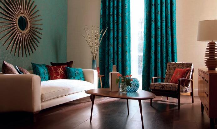 Использование бирюзовых штор для оформления дома базируется на некоторых особенностях, требующих непременного соблюдения
