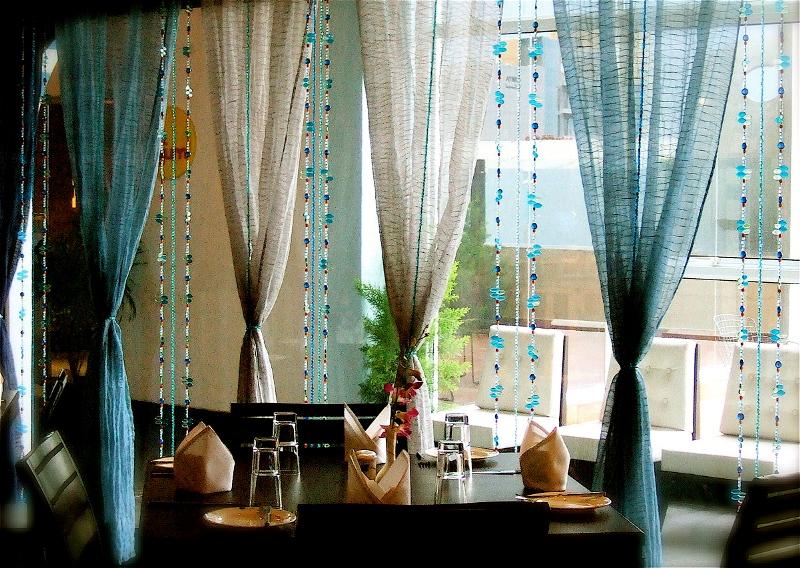 Сделать шторы из бусин своими руками не составит особого труда