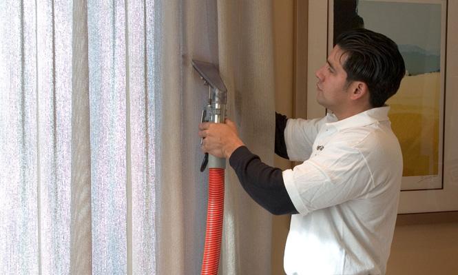 Химчистка может производиться в домашних условиях, но для этого необходимо приобрести специальный аппарат по типу пылесоса - экстрактор