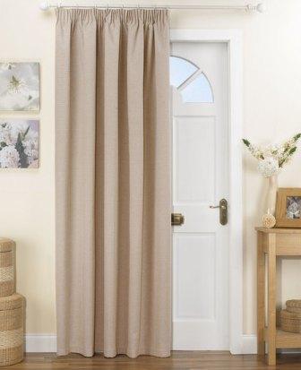 Сегодня шторы для двери не ограничиваются защитной функцией