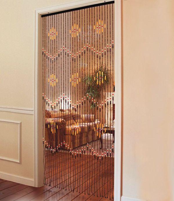 Деревянные декоративные шторы на дверные проемы выглядят как нитяные, состоят они из мелких элементов