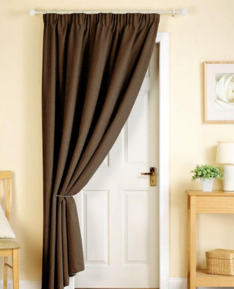 Дверные шторы могут стать изюминкой в дизайне квартиры