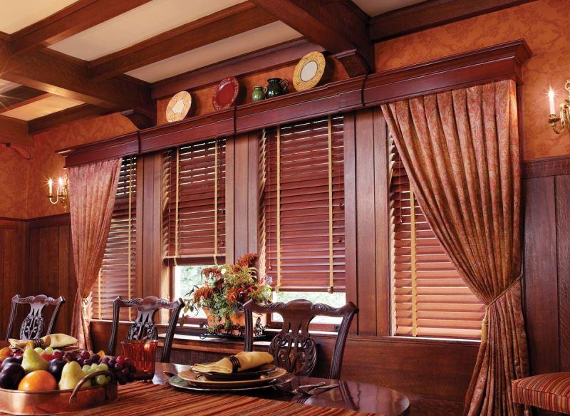 Конструкция из дерева не нуждается в повседневном уходе и способна подчеркнуть все достоинства дизайна комнаты