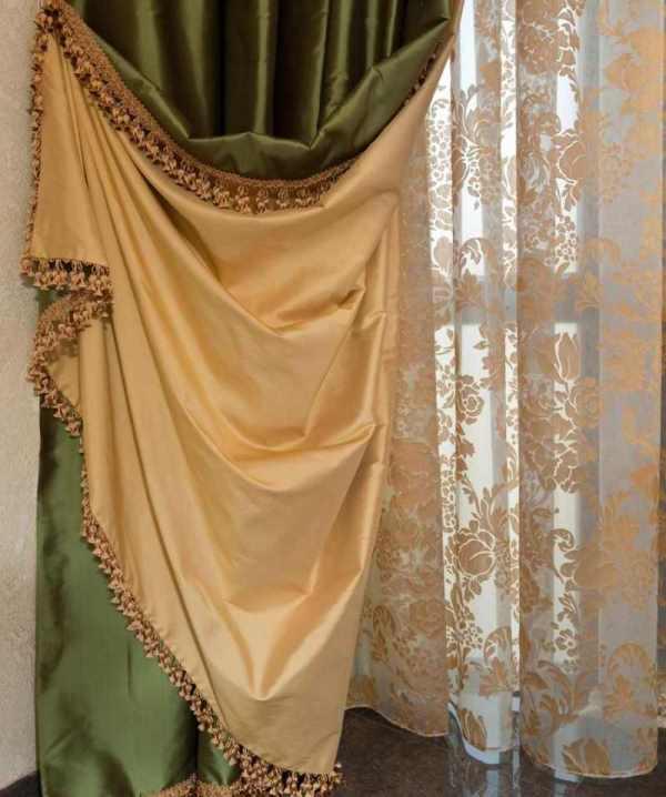 При создании шторы из двух тканей, можно использовать абсолютно разные материалы