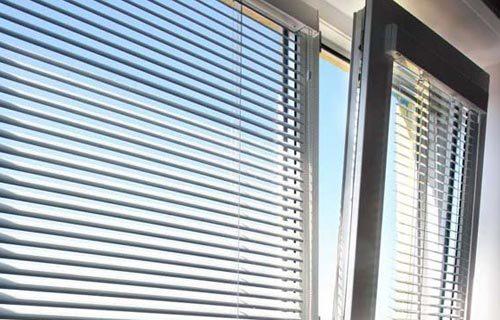 Такая штора является элементом декора, который еще и защищает помещение от солнца