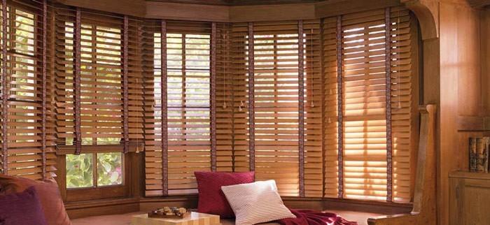 С помощью моделей из дерева можно красиво оформить помещение и создать ощущение семейного тепла и уюта