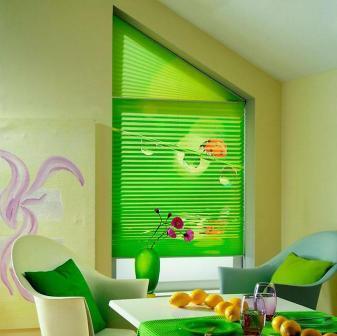 Жалюзи на кухне становятся обязательным функциональным и дизайнерским элементом в организации кухонного пространства