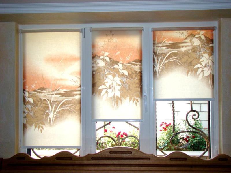 Ролеты крепятся непосредственно на раму, стену или в потолок