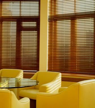 Очень эстетично и изысканно декорировать комнату жалюзи