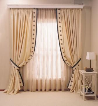 В оформлении интерьера достаточно часто используют классические шторы