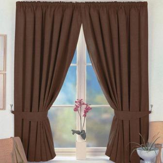 Коричневые шторы могут иметь различные оттенки и структуру, что помогает создать неповторимый стиль