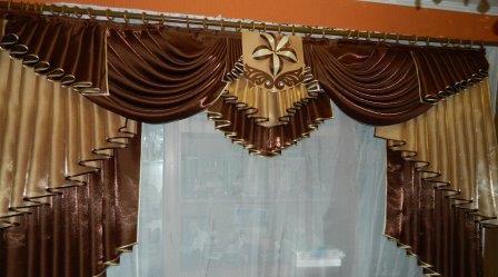 Иногда шторы без ламбрекена выглядят очень скучно и старомодно, поэтому опытные дизайнеры все чаще применяют данную технику для оформления окон