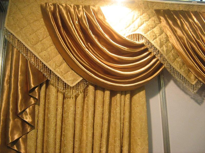 Новые шторы должны гармонировать с общей стилистикой, иначе даже самый красивый оконный проем будет выглядеть неуместно и даже весьма комично