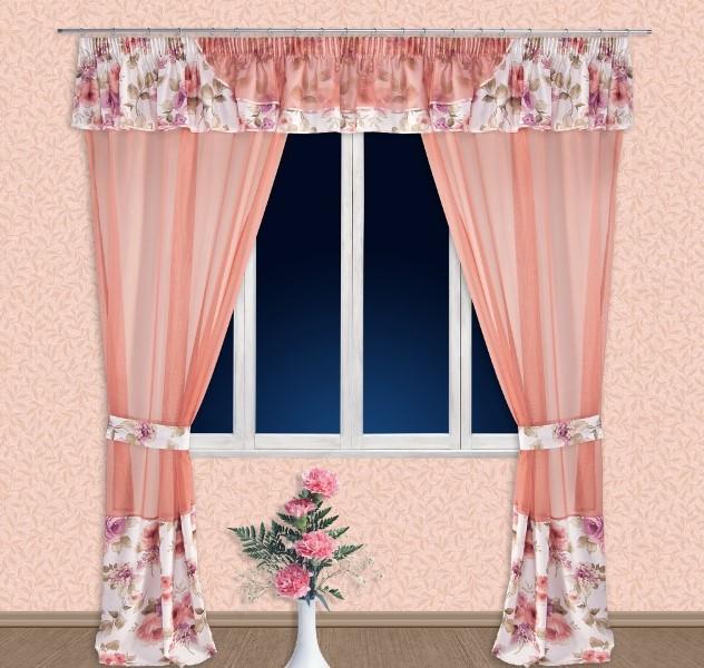 Даже самые простые детали интерьера, как например, статуэтки, вазы, цветы, а также многочисленные занавески могут кардинально изменить внешний вид помещения