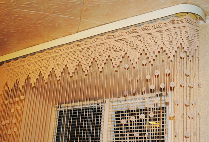 Крючки на шторы на кухню должны быть соответствующие