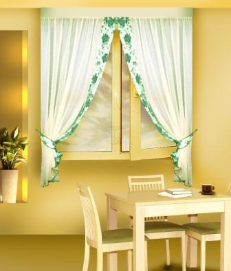 При выборе занавесок предпочтение отдается их солнцезащитным свойствам, воздухопроницаемости и способу ухода