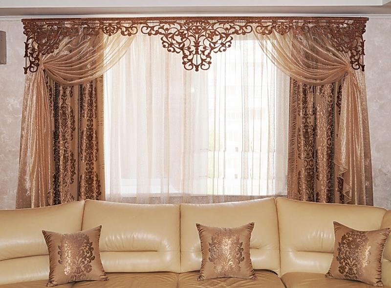 Использовать ламбрекены на твердой основе можно в любом помещении, где есть окна
