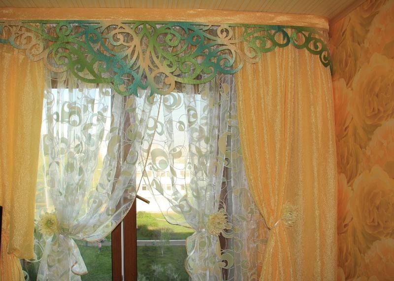 По прошествии нескольких столетий ламбрекены стали использовать не только для украшения бальных и банкетных залов, но и в обычных квартирах