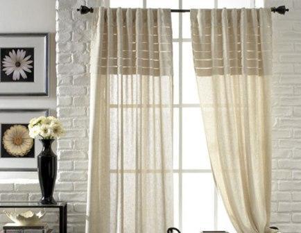 Уникальные свойства льна позволяют украшать льняными шторами окна в любых, даже самых функциональных помещениях квартиры или дома