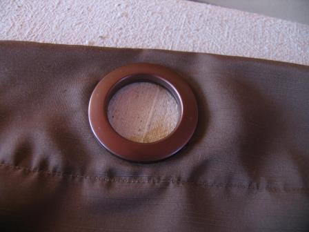 Практика свидетельствует: чтобы правильно и грамотно сделать люверсы на штору своими руками, не нужно специфическое фабричное оборудование