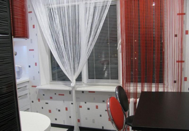 Не так давно известные дизайнеры начали использовать в оформлении кухни веревочные шторы