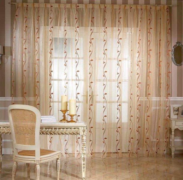 Органза, шторы из которой перестают быть обыкновенными и становятся более эффектными и красочными, является достаточно экономичным материалом