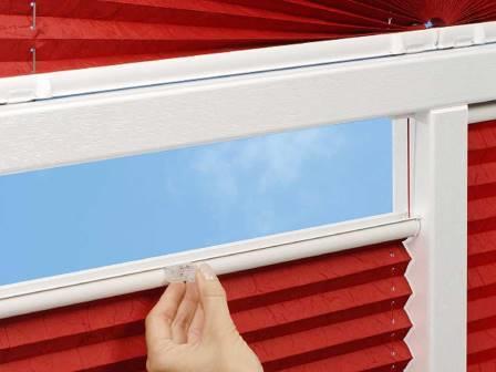 Разнообразие оконных полотен на сегодняшний день удивляет, но особой популярностью в последнее время начали пользоваться так называемые шторы плиссе