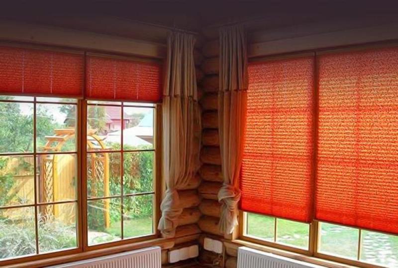 Эти шторы представляют собой ткань, которая складывается в так называемую гармошку