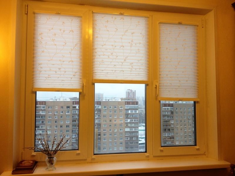 Этот вариант штор можно устанавливать на любое окно