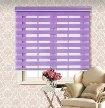 За последние годы особой популярностью стали пользоваться рулонные шторы на кухне