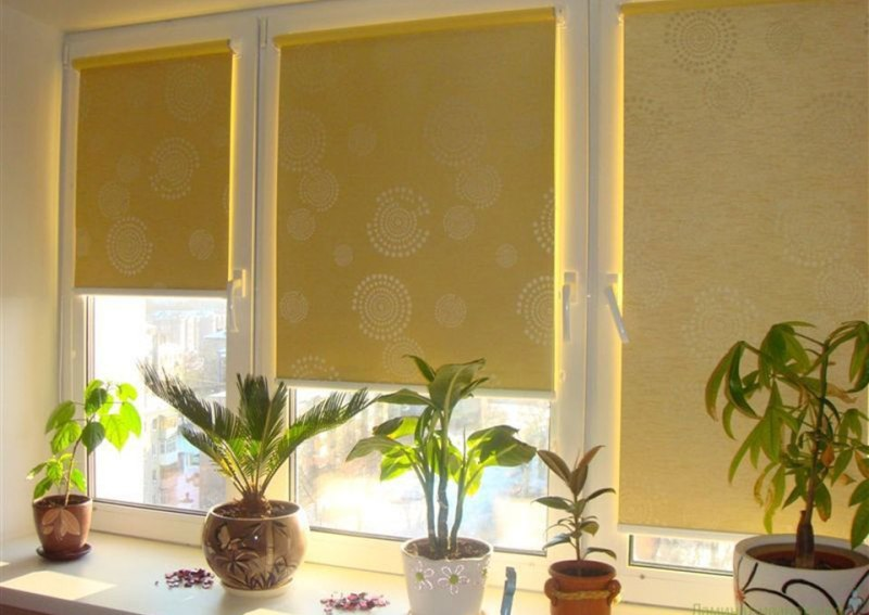 Монтаж рулонных штор на пластиковые окна возможен и своими руками