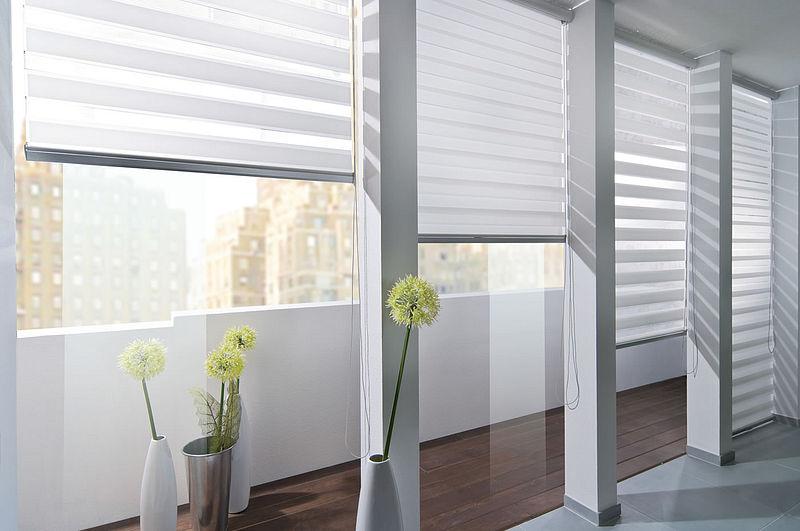 С помощью рулонных изделий можно хорошо производить регулировку освещенности помещения солнечным светом (фото № 4)