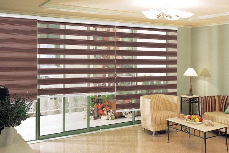 Для достижения эффекта шторы оставляют в нужном положении, регулируя поток естественного света